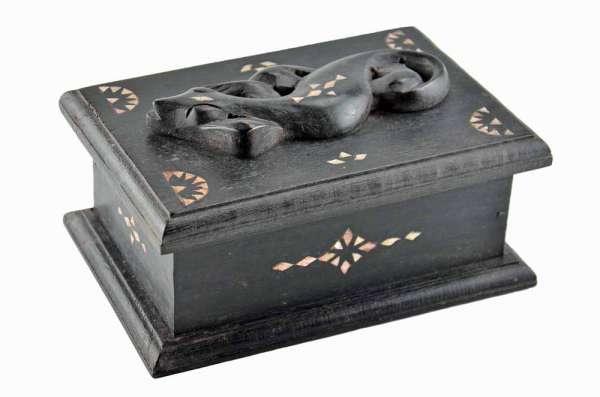 Box im Lombokstil mit Gecko