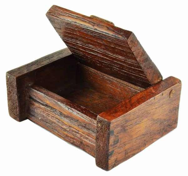 Box Antik