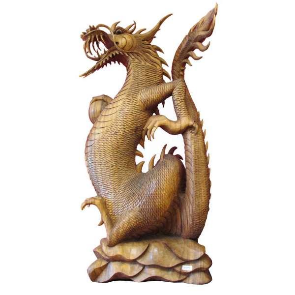 Drachenfigur aus Holz